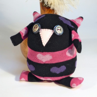 Sock Owl - Black & pink with hearts