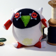Sock Owl Redstar - white with flowers & star button eyes