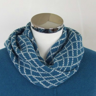 Merino Lambswool Circle Scarf Turquoise Cream White