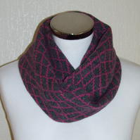 Merino Lambswool Circle Scarf Coal Grey Pink