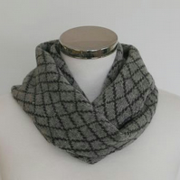 Merino Lambswool Circle Scarf Perl Grey Coal