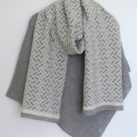 Generous Fair Isle Pattern Merino Lambswool Long Scarf Cream and Pearl Grey
