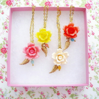 Pretty Vintage Lucite Flower Necklace
