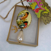 Vintage Bird Cabochon Beaded Necklace