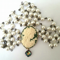 Cameo & Vintage Pearl Chain.......