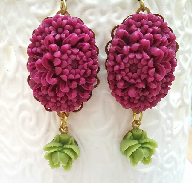 Floral Detailed Cabochon Earrings..........