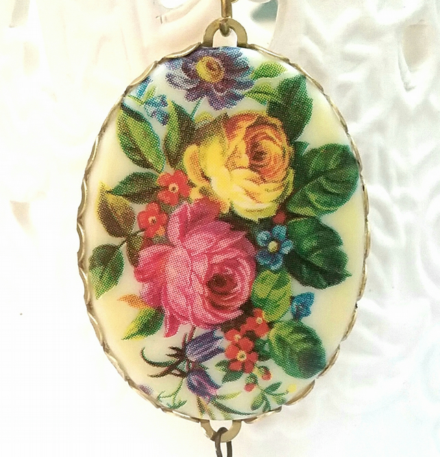 Floral Cameo Necklace.........