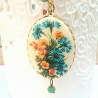 Cameo Floral Necklace.........