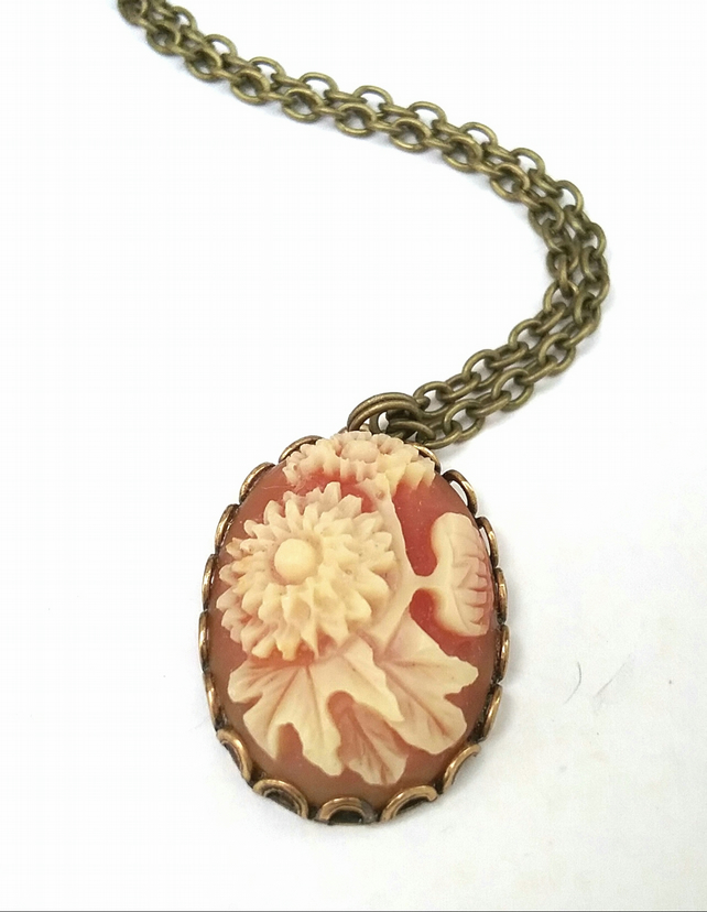 Vintage Floral Cabachon Necklace.....