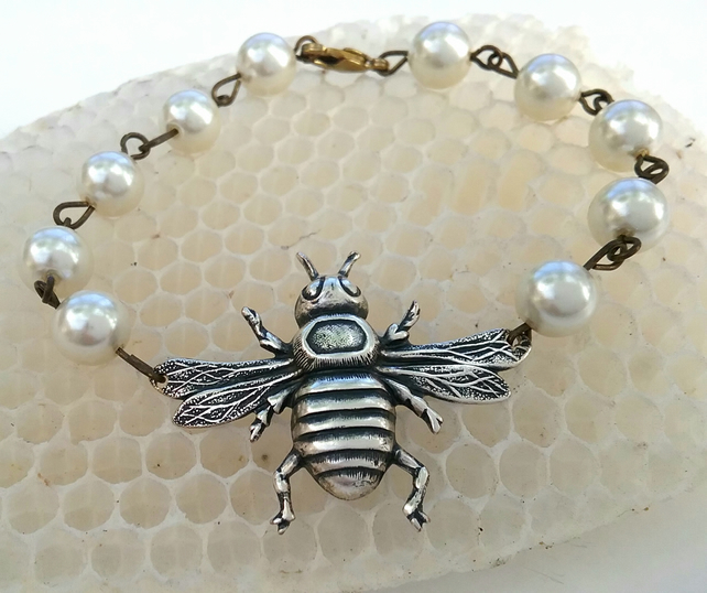 Honey Bee Bracelet.....
