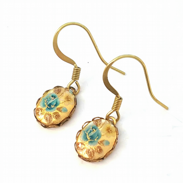 Sweet little floral Cameo  Earrings.....