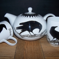 Raven hand painted teapot plus 2 mugs feather lid detail Edgar Allan Poe