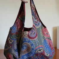 Reversible bag. Colourful paisley and plain maroon.