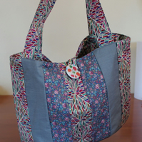 Patchwork Bag. Rounded tote with darts, 3 fabrics.