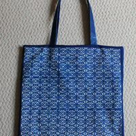 Tote bag with iron work pattern Cyanotype, with pocket.