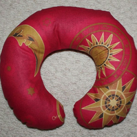 Travel Pillow, small adult, Red.