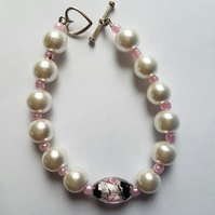 Pearl Effect Beaded Bracelet.