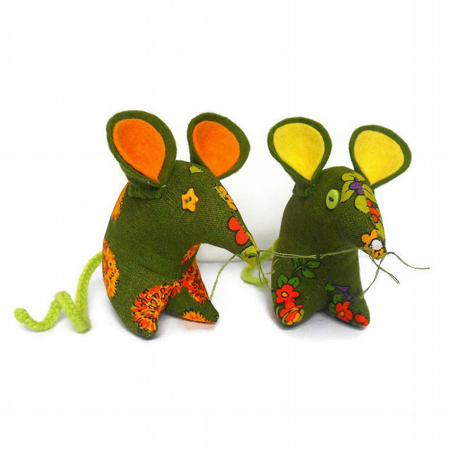 Hi FREDDY Retro  Mouse in cute 70s Vintage Fabric