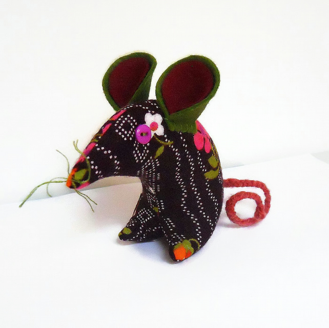 HI Petra ! Retro Mouse in 70s Purple Vintage Fabric