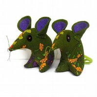 Retro Mouse in 70s Vintage Fabric