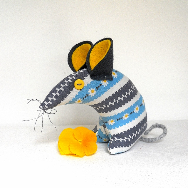 A SO Sweet DAISY BLUE Mouse