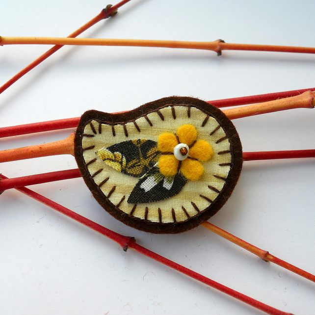 SALE Retro Yellow Daisy Brooch - Stocking filler