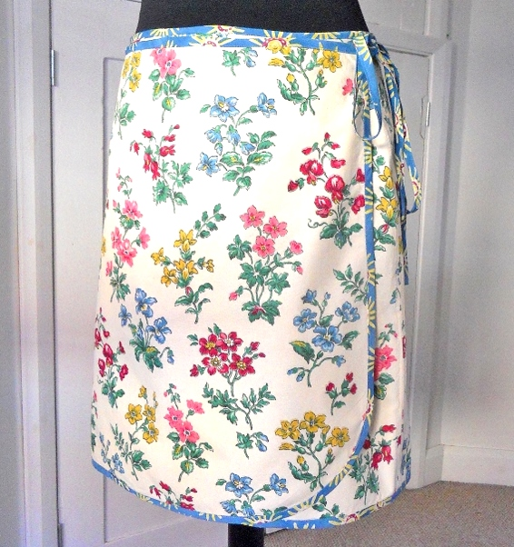SALE FREE UK POST - Vintage Fabric Wrap SPRING Skirt