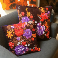 Vibrant 50s 60s Retro Red Rose Floral Bouquet Vintage Fabric Cushion
