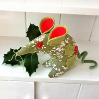 HOLLY - The CHRISTMAS Vintage fabric Mouse