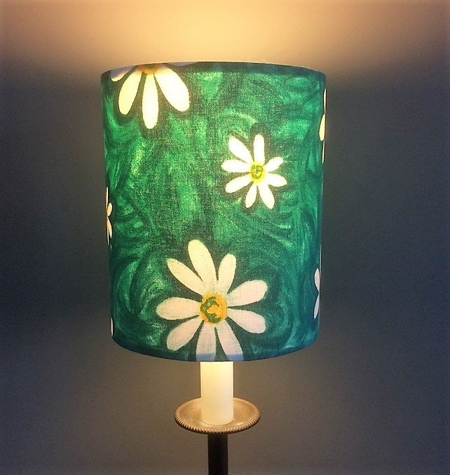 DAISY DAISY cute 70s White on Green Daisies Vintage  Fabric Lampshade option