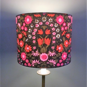 Beautiful Black Floral Daisy Chain Pat Albeck  vintage fabric Lampshade option
