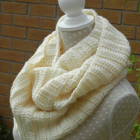 Cream Woollen Snood