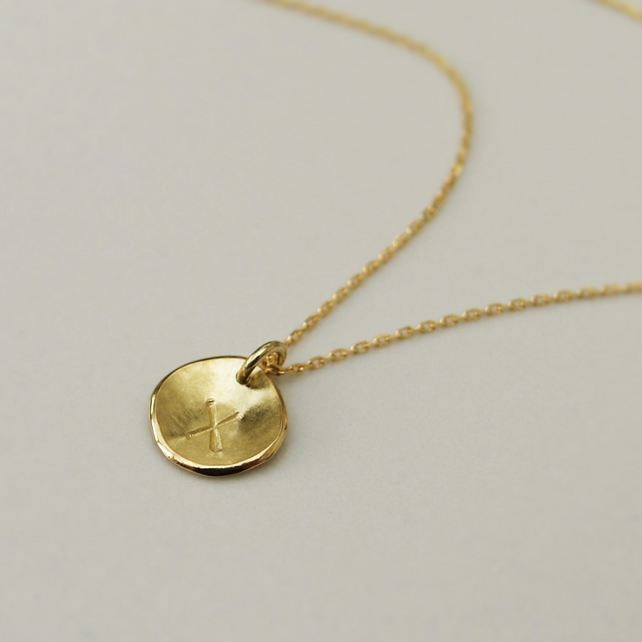 18ct yellow gold small 9mm disc pendant and chain - Can be personalised