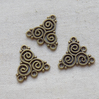 10 Antique Bronze tone Celtic Triskelion Spiral Charms Connectors  20 x 19 mm