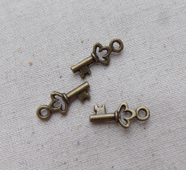 20 Small Antique Bronze tone Key Charms 18 mm