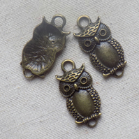 5 Antique bronze tone Owl Connectors
