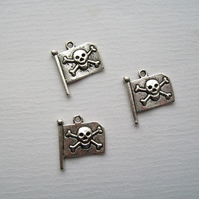 5 Silver tone Pirate Skull Flag Charms 22 x 19 mm