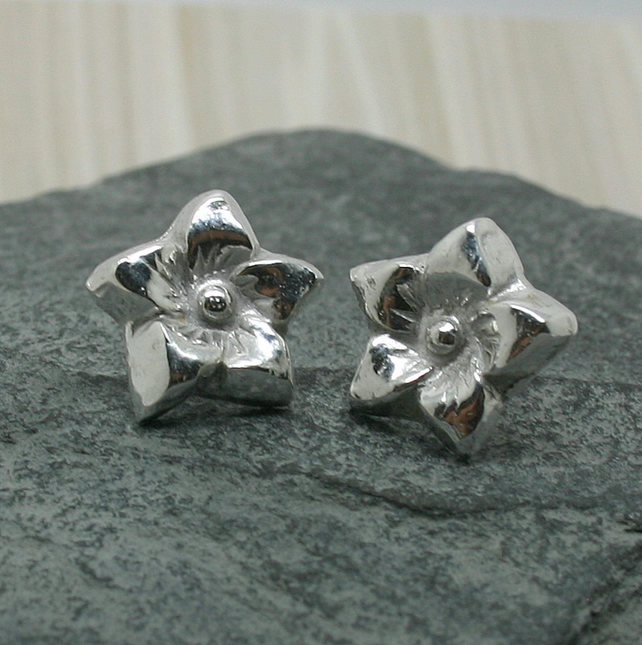 Fine silver flower stud earrings