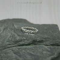 Sterling silver ring size M