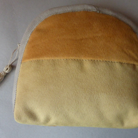 Little zippy bag in faux suede yellow
