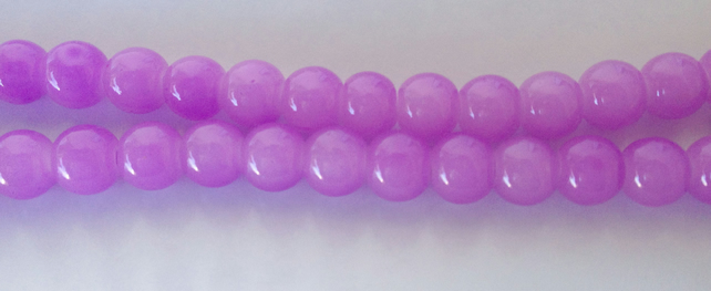 Lilac round glass beads 6mm. 70 beads ideal for jewellery making