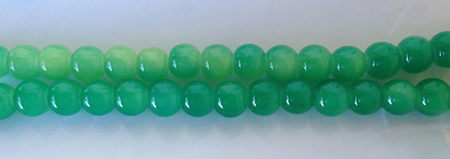 Round glass beads 6mm Shaded Green.   70 beads ideal for jewellery making.