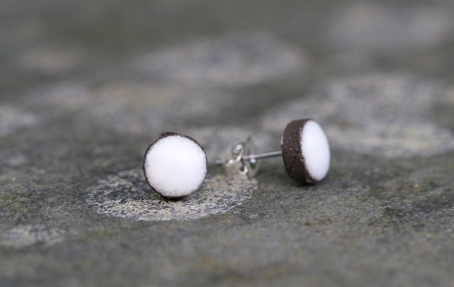 Icing Sugar White Ceramic Stud Earrings - black clay