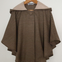 Country Style Tweedy Cape with Check Hood