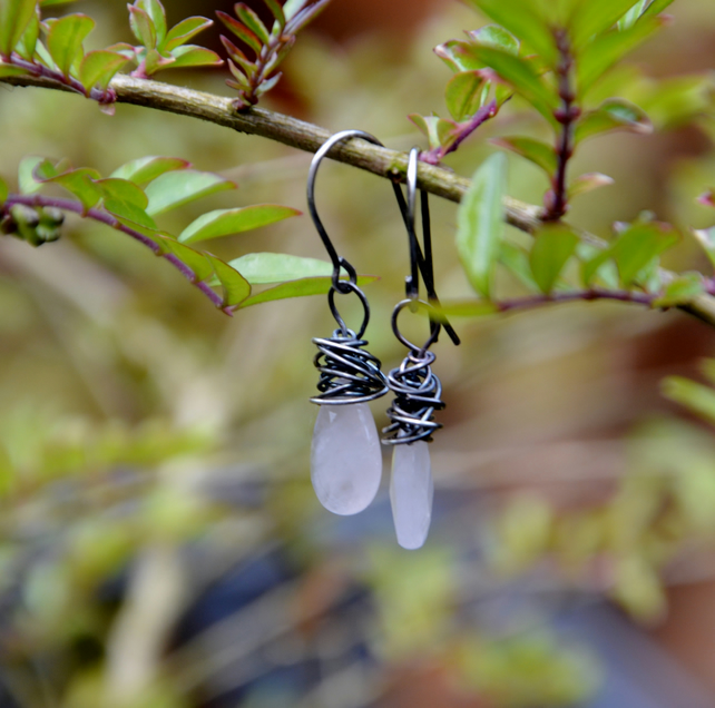 Earrings of sterling silver and rose quartz