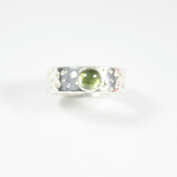 Silver Ring with Bubble Lace Pattern and Peridot Gemstone