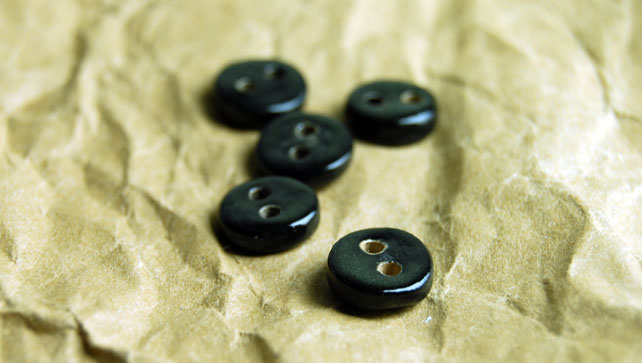 5 Rustic Black Round Ceramic Buttons - 10mm