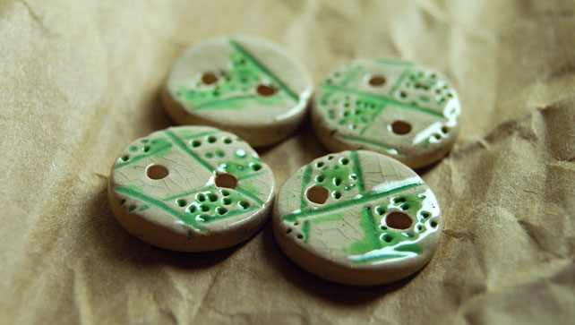 4 Rustic Round Ceramic Buttons with Embossed Argyle Diamond Design - 15mm