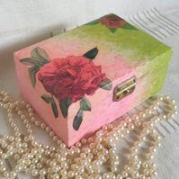 Music Box gift box pink green roses flowers