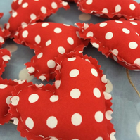 Heart garland in red polka dot fabric and twine